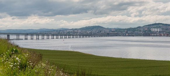tay road bridge in dundee